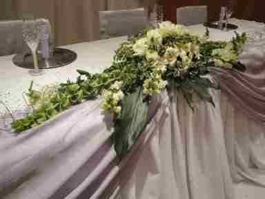 HKT0007 Brautpaar Tisch Blumengesteck JPG