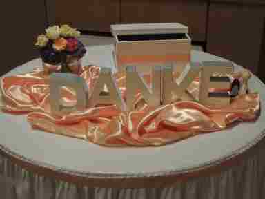 HKT0061 Geschenke Tisch JPG
