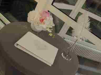 HKT0111 Gstebuch Tisch JPG