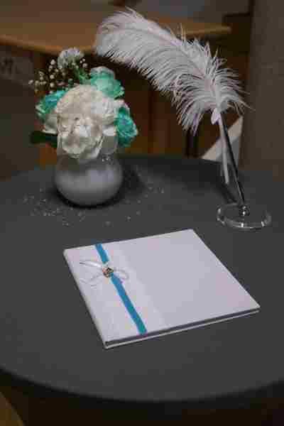 HKT0186 Gstebuch Tisch